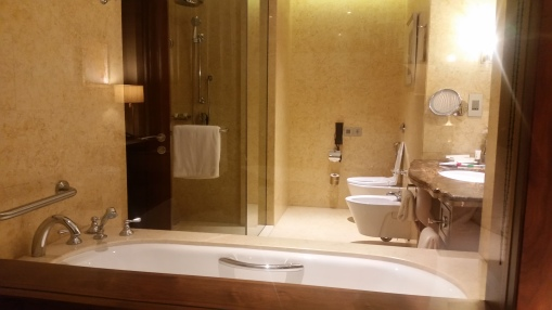 Dusit Thani Bathroom